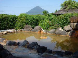 ペンション菜の花館の天然温泉の露天風呂