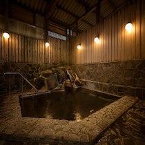 ニュー泊崎荘の岩風呂