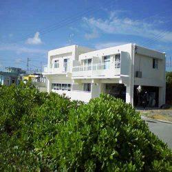 池間の宿「凸凹家」(沖縄県でペットと泊まれる宿)