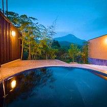 湯富里の宿 一壷天の天然温泉の露天風呂