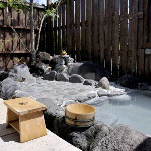 島 四季彩の郷 万遊の天然温泉の露天風呂