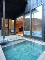 わんこの宿 ゆるりの室内露天風呂